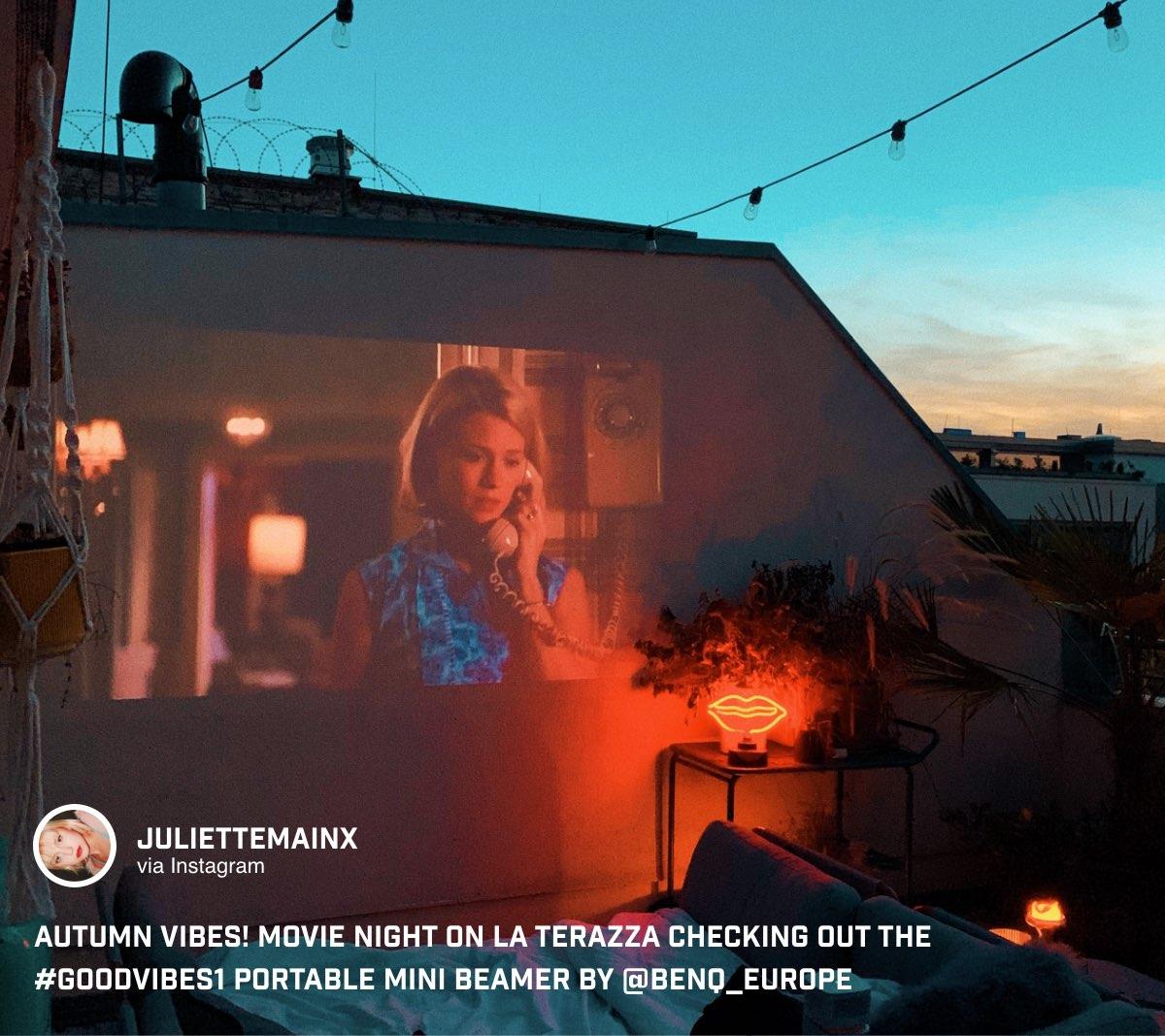 Die letzten Sonnenstrahlen genießen! @juliettemainx genießt Kinofeeling auf der Dachterasse!