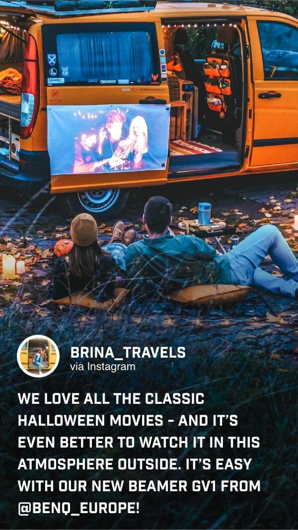 @brina_travels genießt ihre Lieblingsfilme einfach im Freien mit dem GV1 mit bis zu 3h Akkulaufzeit.