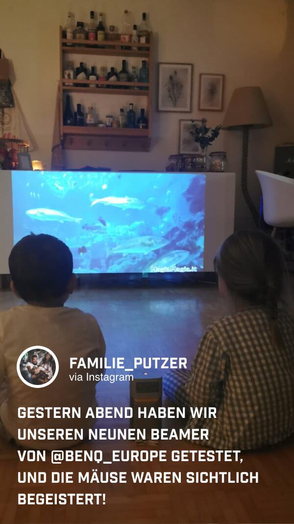 @familie_putzer freut sich schon auf den Sommer, um den Mini-Beamer GV1 auch im Freien zu benutzen.