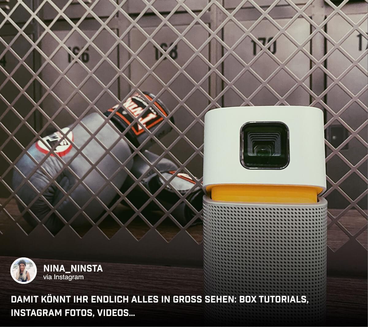 Der portable Mini-Beamer kommt bei @nina_ninsta sogar mit zum Sport.
