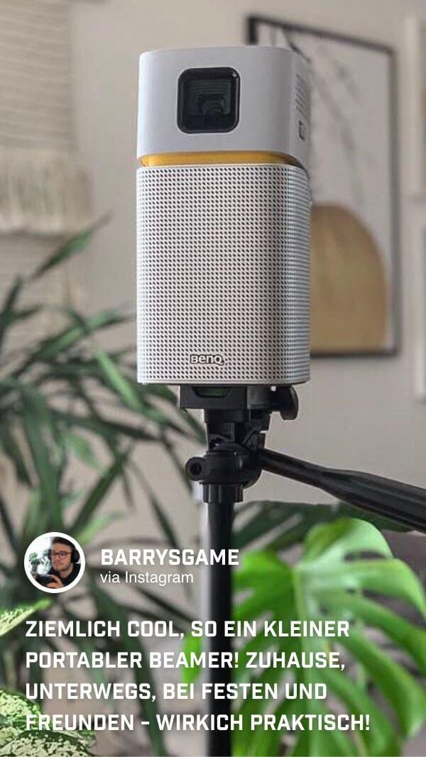 @barrysgame befestigt den BenQ GV1 Minibeamer auf einem Stativ