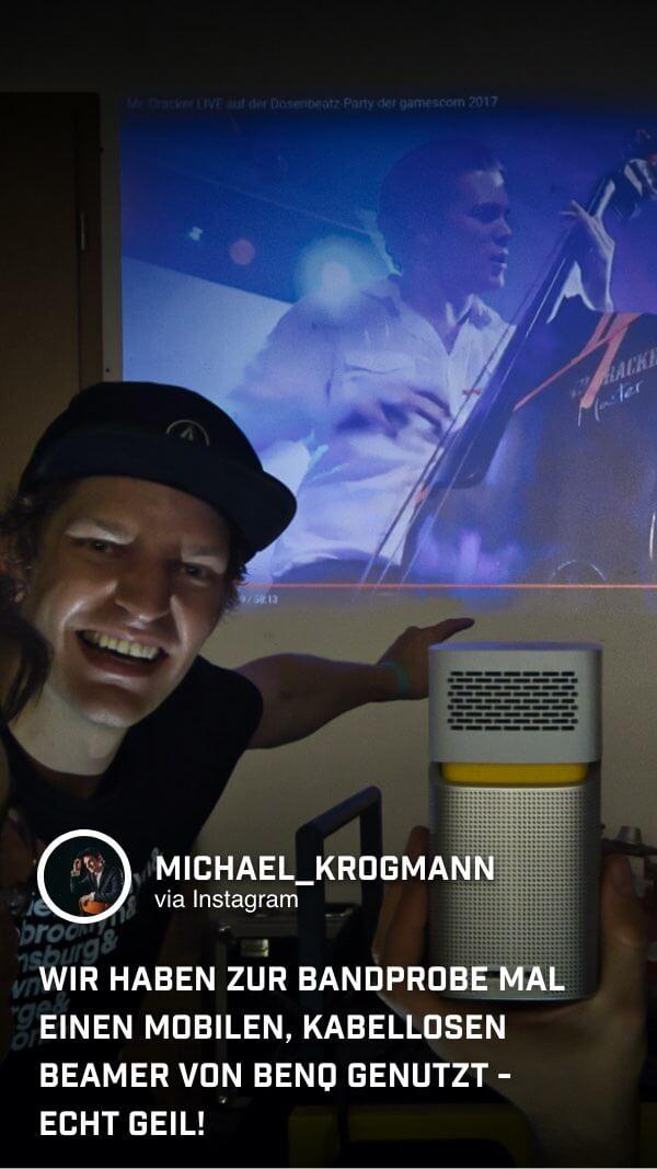 Mit dem tragbaren Mini Beamer GV1 von BenQ sorgt @michael_krogmann für Festival-Stimmung