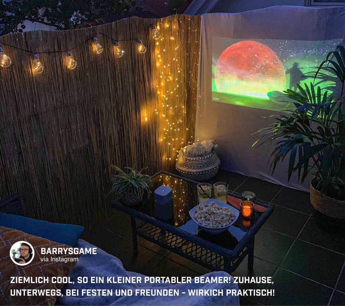@barrysgame nutzt den Mini Beamer GV1 für einen Filmeabend auf dem Balkon