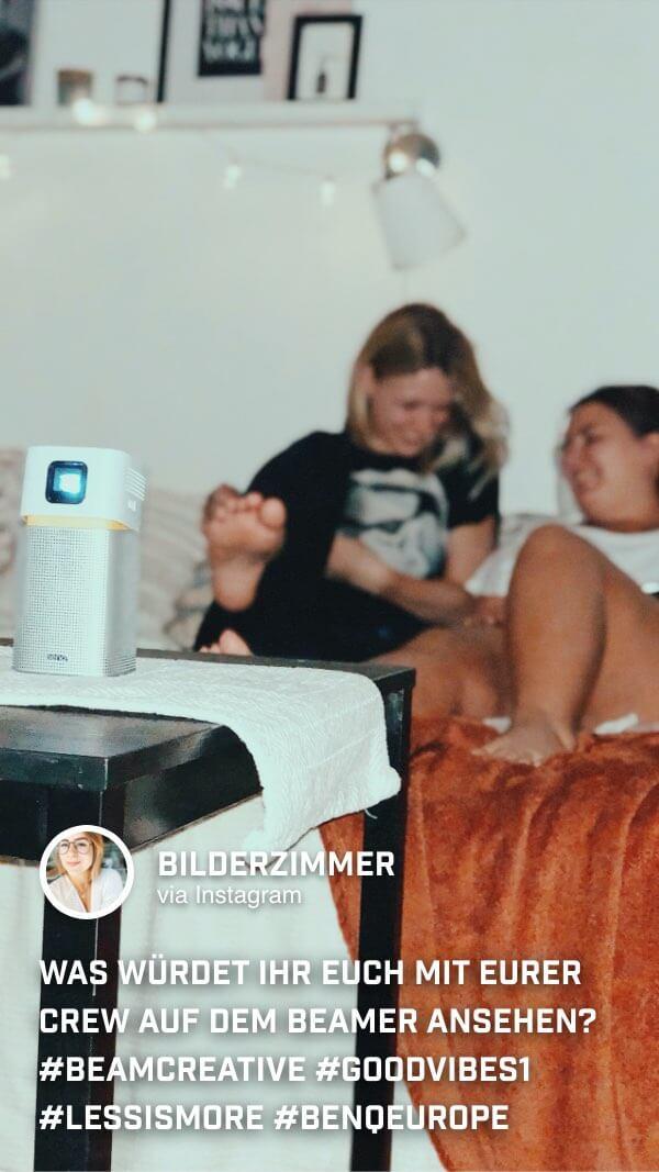 @bilderzimmer nutzt den den portablen Mini Beamer GV1 für gemütliche Spieleabende zuhause